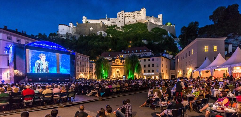 Salisburgo Una notte open air con opera live sul maxi schermo direttamente dal Festival, foto Tourism Salzburg