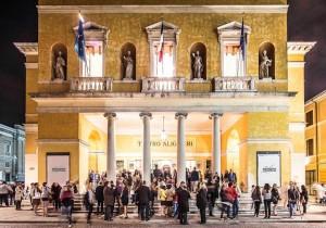 Ravenna Festival, in attesa di entrare al Teatro Alighieri