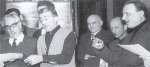Una rara immagine di Michelangioli che dirige il coro della SAT (foro archivio CDABN)