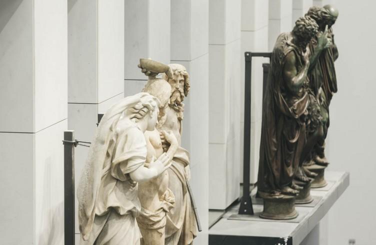 Il Battesimo di Cristo, di Andrea Sansovino, gruppo marmoreo sopra la Porta del Paradiso, e 'La predica del Battista', di  Giovanfrancesco Rustici, sopra la prima porta del Ghiberti, ora esposte nel Nuovo Museo dell'Opera del Duomo in un allestimento che ricostruisce come si presentavano e con cosa si raffrontavano alla loro epoca