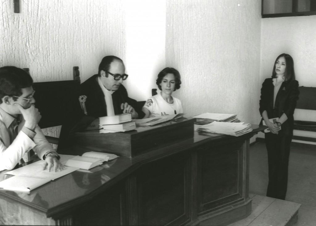 Oriana Fallaci al processo contro Pelosi per l'omicidio di Pier Paolo Pasolini in una foto del 18 luglio 1977 (immagine di archivio Ansa da http://www.rainews.it/dl/rainews/articoli/Oriana-Fallaci-una-vita-spesa-a-raccontare-la-storia-sino-allo-scontro-con-Islam-radicale-79e27cf7-cfaf-49b3-89a6-8e6aa9dda793.html