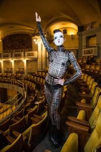 Raven all'interno dell'Odeon di Firenze, dove si terrà la sua esibizione, foto G. Cabras