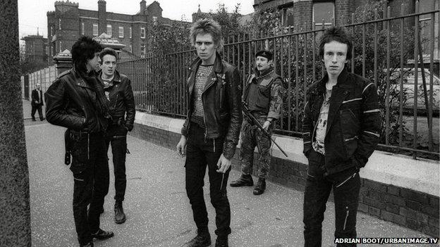I Clash a Belfast nel 1977 ( Foto archivio band)