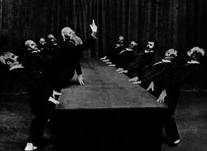 Una ideale rappresentazione  della commissione consultiva attraverso una scena de 'Il tavolo verde' di Kurt Jooss