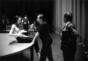 Sylvie Guillem con Maurice Béjart. foto Gilles Tapie