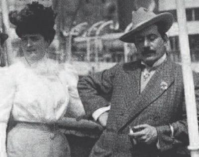 Giacomo Puccini con Elvira Bonturi (da http://piccoliviaggimusicali.blogspot.it/2014/12/chi-era-giacomo-puccini-1858-1924.html)