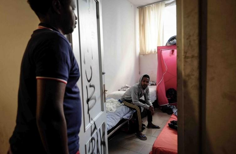 Sgombero dei rifugiati somali dallo stabile occupato di via Slataper, estate 2014