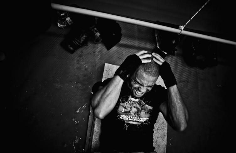 2. ITALIA. Firenze, 6 ottobre 2011. Leoard Bundu durante gli allenamenti in preparazione dell'incontro valido per il titolo europeo dei pesi welter.