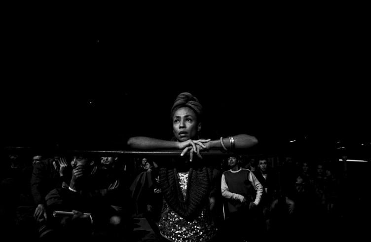 10. ITALIA. Firenze, 4 novembre 2011. Mandela Forum, la sera dell'incontro valevole per il titolo europeo dei pesi welter. La sorella di Leonard Bundu mentre osserva l'incontro.
