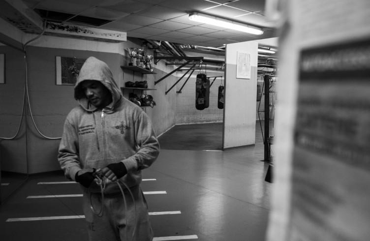 14. ITALIA. Firenze, 2 dicembre 2014. Leonard Bundu durante gli allenamenti per il combattimento di Las Vegas contro Keith Thurman, detentore del titolo mondiale WBA ad interim dei pesi welter (detentore assoluto del titolo Floyd Mayweather).
