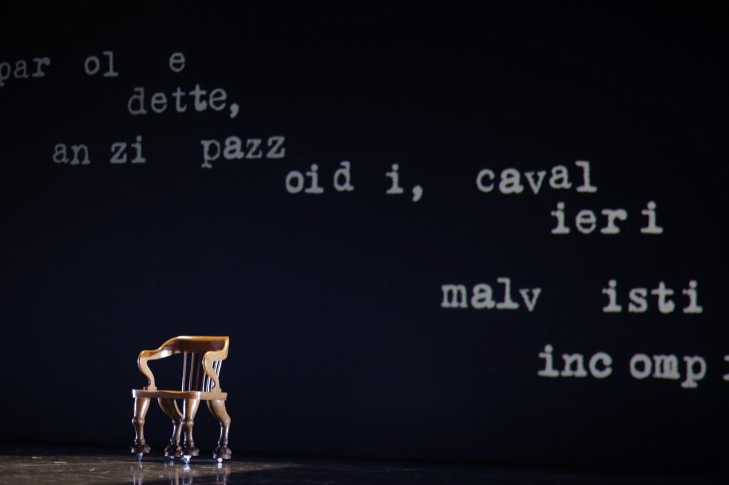 La scena di apertura di Don Chisciotte con le parole dei ragazzi di KLab