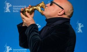 Gianfranco Rosi premiato con L'Orso d'oro per il suo Fuocoammare