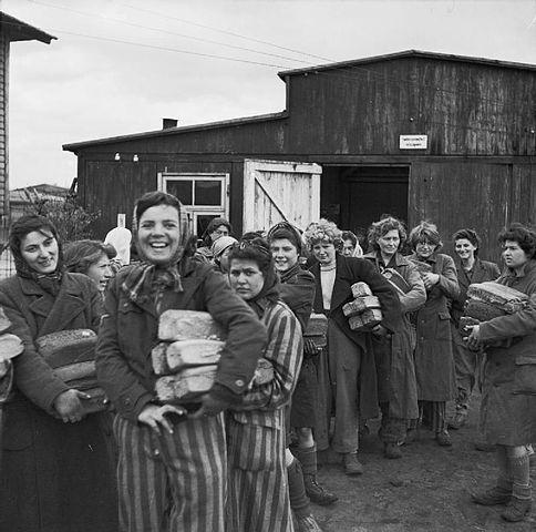 Donne sopravvissute a Bergen Belsen, aprile 1945