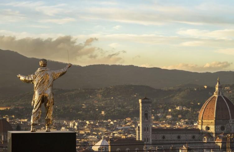 L'uomo che dirige le stelle (2015) Bronzo al silicio Foto di Attilio Maranzano © Angelos Bvba