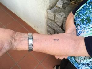 I numeri tatuati sul braccio ad Auschwitz