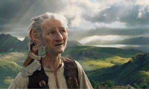 Una scena del film Il GGG - Il Grande Gigante Gentile diretto da Steven Spielberg