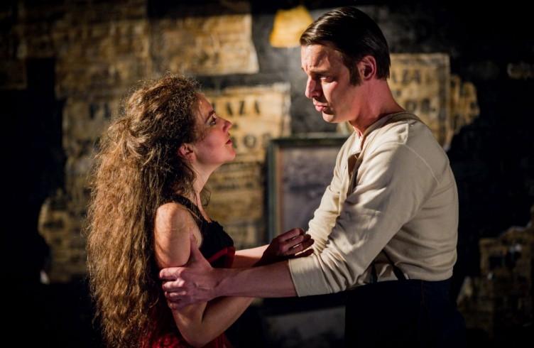 Carmen, Glyndebourne Festival 2015. Carmen(Stéphanie d'Oustrac) and Don José(Pavel Cernoch). Photographer: Robert Workman