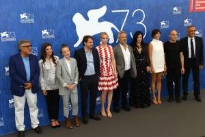La giuria del Concorso di Venezia 73 con al centro il Presidente Sam Mendes