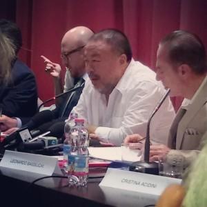 AI Weiwei in conferenza stampa a Firenze, a Palazzo Strozzi (@ Valeria Ronzani)