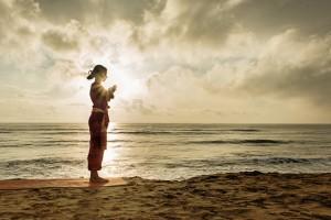 """""""Attraverso lo yoga e la meditazione ricominciamo a sentire noi stessi"""""""