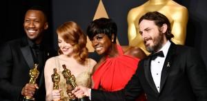 I quattro attori premiati. Da sinistra Mahershala Ali, Emma Stone, Viola Davis e Casey Affleck