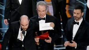 L'errore della busta sbagliata nega la vittoria a La La Land in favore di Moonlight